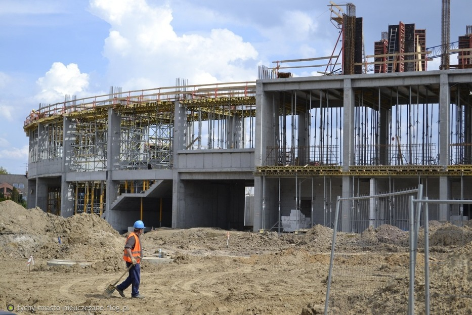 Budowa Stadionu GKS Tychy. Stan na 22.04.2014... Widać już kształty...