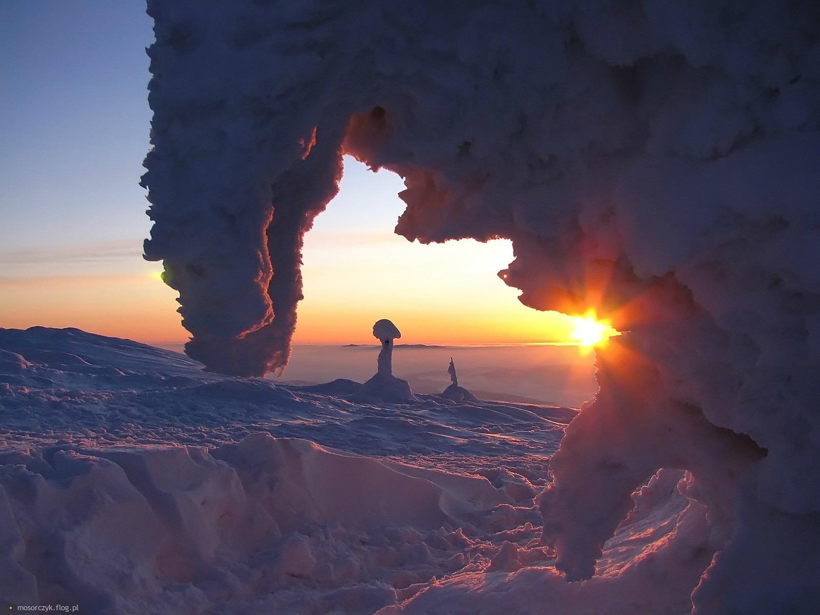 Znalezione obrazy dla zapytania babia góra zimą