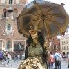 Optymiści to ludzie, któr<br />zy potrafią tańczyć w des<br />zczu, gdy inni chowają si<br />ę pod parasolem.